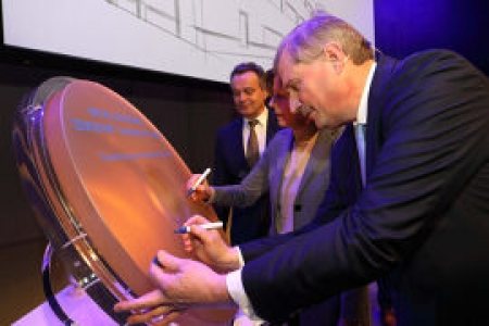 To commemorate a special day, a ZERODUR disk was signed by (from left) Herman